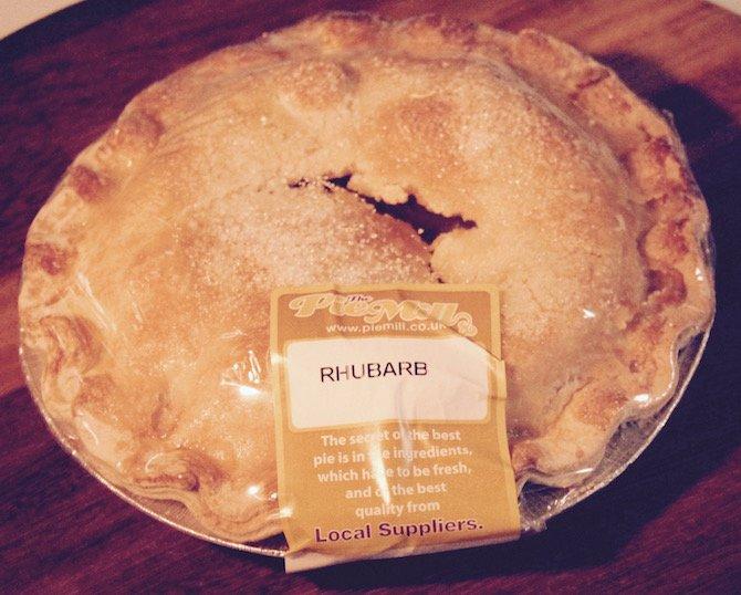 Family Sized Rhubarb Pie